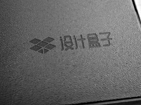 黑色皮革上的LOGO文字印刷样机模板图片