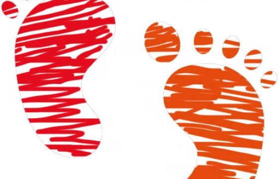 手绘涂鸦风格的小脚丫图案图片png免抠素材