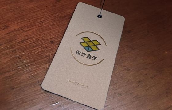 标签卡片上的品牌logo展示样机图片设计模板素材