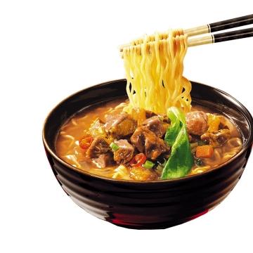 筷子夹起来的美味牛肉面美食面条png图片免抠素材